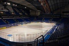 """KOSICE, SISTANI †""""KWIECIEŃ 29 2019: salowy widok Stalowy areny †""""hokeja na lodzie stadium dokąd IIHF hokeja na lodzie Międzyn zdjęcia royalty free"""