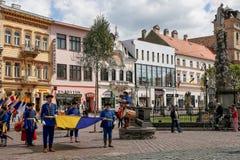 Kosice Slovakien - Maj 08, 2016: Den kostymerade festmåltiden Arkivfoto