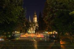 Kosice, Slovaquie Vue de soirée aux fontaines Spievajuca Fontana de chant et à la place d'Elisabeth Cathedral On The Main de sain Photo libre de droits