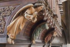 Kosice - statua di legno di angelo sull'organo. dal centesimo 19. nella cattedrale gotica di Elizabeth del san fotografia stock