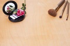 Kosmetik auf der Tabelle Stockfotografie