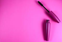Kosmetik auf einem rosa Hintergrund stockfotos