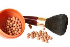 Kosmetik. Blusher und Pinsel lizenzfreie stockbilder