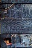 Kosmetik, Make-upbürsten in einer Tasche Jeans Lizenzfreie Stockfotos