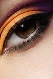 Kosmetik. Makro des orientalischen Augenmakes-up der Mode Stockbilder