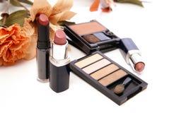 Kosmetik und Blumen Stockfotos