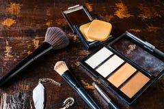 Kosmetik und Parfümflaschen für Frau stockfoto