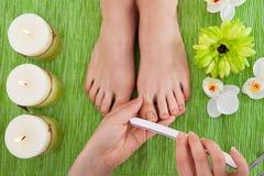 Kosmetikerarchivierungsnägel der Frau Lizenzfreies Stockfoto
