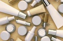 Kosmetikprodukte gelegen auf dem hölzernen Hintergrund Stockbild