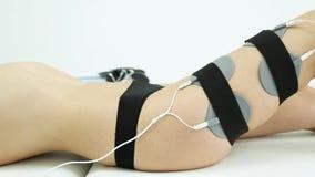 Kosmetisch procedureslichaam die anti-anti-cellulite de schoonheidskliniek vormen van de vrouwenmassage stock footage