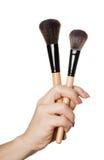 Kosmetische Bürste in der Hand Stockfoto