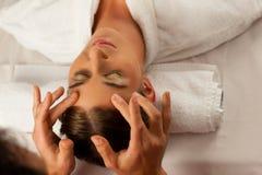 Kosmetische Behandlung im Badekurort lizenzfreies stockfoto