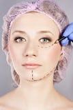 Kosmetische botox Einspritzung, im weiblichen Gesicht. Lizenzfreies Stockfoto