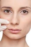 Kosmetische botoxinjectie in het schoonheidsgezicht royalty-vrije stock afbeelding