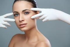 Kosmetische chirurgie Mooie Vrouw vóór Plastic Verrichting beau royalty-vrije stock afbeeldingen