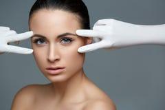 Kosmetische chirurgie Mooie Vrouw vóór Plastic Verrichting beau royalty-vrije stock foto