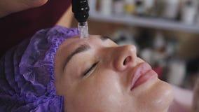 Kosmetische hydrogesichtsreinigung stock video footage