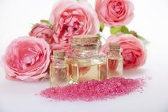 Kosmetische olie voor kosmetische procedures, aromatisch badzout en ro Royalty-vrije Stock Afbeelding
