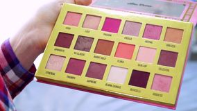 Kosmetische Palette des Makes-up volles hd stock footage