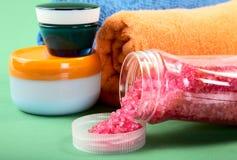 Kosmetische Sahne und Tücher Stockbild