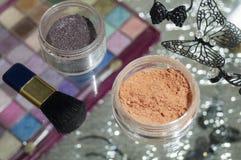 Kosmetische toebehoren voor het toepassen van make-up op het gezicht royalty-vrije stock foto's