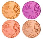 Kosmetischer Pulverbürsten-Kreiskasten und zerquetscht erröten die Palette, die auf Weiß lokalisiert wird lizenzfreies stockbild
