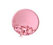 Kosmetischer Pulverbürsten-Kreiskasten und zerquetscht erröten die Palette, die auf weißem Beschneidungspfad lokalisiert wird Stockfoto