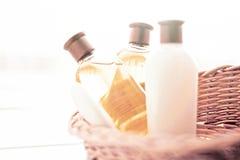 kosmetischer Satz des Badezimmers - Hauptbadekurort- und Wellnesskonzept stockbild