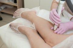 Kosmetisches Verfahren, zum der Zustandes der Haut des L zu verbessern Lizenzfreie Stockfotos