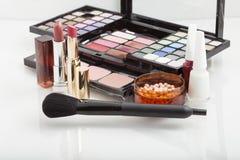 Kosmetiska produkter för makeup Arkivbilder