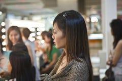 Kosmetiska sponsores för företag AMWAY en makeupkurs Fotografering för Bildbyråer