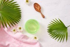 Kosmetyczne gel próbki na bielu kamienia stole Obrazy Stock