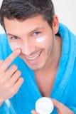 kosmetyków śmietanki mężczyzna Fotografia Stock