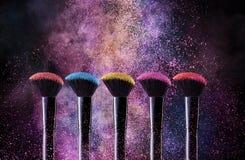 Kosmetyków muśnięcia I wybuchów Kolorowi proszki obrazy stock