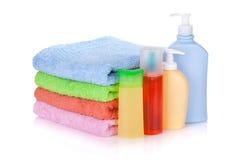 Kosmetyków ręczniki i butelki Fotografia Royalty Free