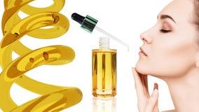 Kosmetyka nafciany stosować na twarzy młoda kobieta Fotografia Stock