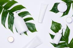 Kosmetyka zdrój oznakuje egzamin próbnego, odgórny widok na białym tle, Obrazy Stock
