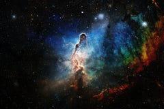 Kosmische Landschaft, bunte Zukunftsromantapete mit endlosem Weltraum lizenzfreie stockfotos
