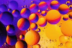 Kosmisk abstrakt bakgrund för utrymme- eller planetuniversum Abstrakt molekylatomsctructure vatten för bubblor för bakgrundsbad b Arkivfoto
