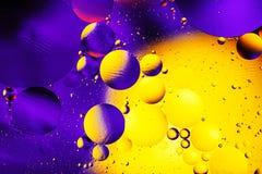 Kosmisk abstrakt bakgrund för utrymme- eller planetuniversum Abstrakt molekylsctructure vatten för bubblor för bakgrundsbad blått Arkivbilder