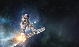 Kosmita na latanie desce Mieszani środki ilustracji