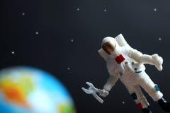 Kosmonauta jest mechanikiem w przestrzeni obrazy royalty free