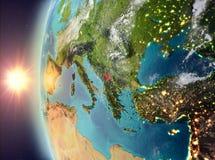 Kosovo tijdens zonsondergang van ruimte Stock Foto's
