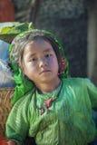Kostüme des Babys der ethnischen Minderheit, an altem Dong Van-Markt stockfotos