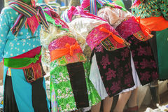 Kostüme von ethnischen Minderheiten lizenzfreie stockbilder