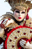 Kostümierte Frau während des venetianischen Karnevals, Venedig, Italien Lizenzfreie Stockfotos