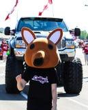Kostümkänguruh in der Parade lizenzfreie stockfotos