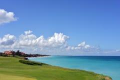 Kostaler Golfplatz in karibischem Meer Lizenzfreies Stockbild