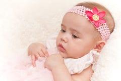 Kostbaar gezicht van het oude babymeisje van vier maanden Stock Fotografie