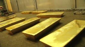 Kostbare passementovervloed van gouden rijkdom stock footage